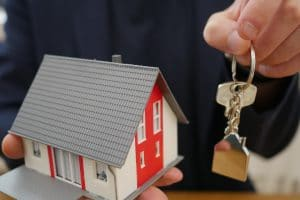 Quels sont les avantages d'une maison clé sur porte ?