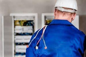 Pourquoi appeler un électricien pour vos travaux?