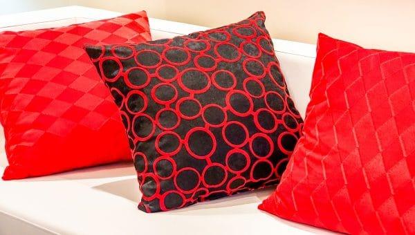 Comment décorer un canapé avec des coussins ?